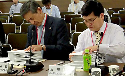 日盲連からは、竹下義樹会長(左)と及川清隆副会長(右)が出席しました