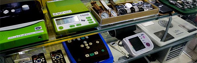 日盲連用具購買所の店頭には、さまざまな日常生活用具が並びます。