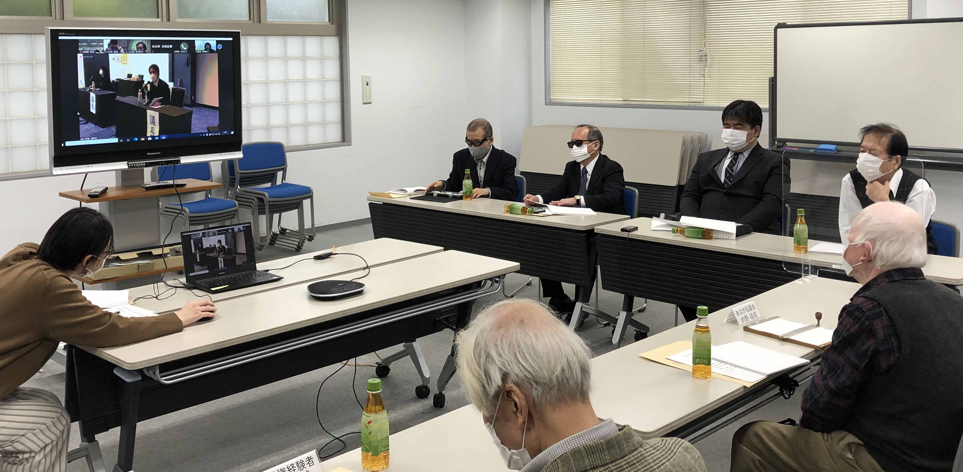 感染防止のため会場を分け、全国の評議員とオンラインで繋いで行われた。写真は、日本視覚障害者センター会場の様子